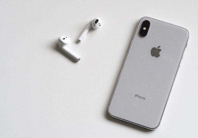 What to Do If One AirPod Drains Faster
